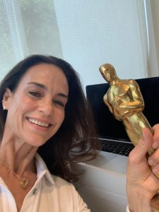 A selfie of Jennifer Grant with Cary Grant's Oscar