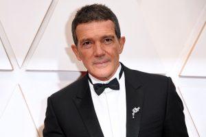 Antonio Banderas at the Oscars in a tuxedo
