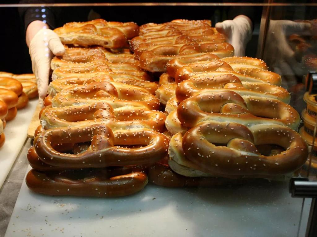 several chain link shaped soft pretzels on display